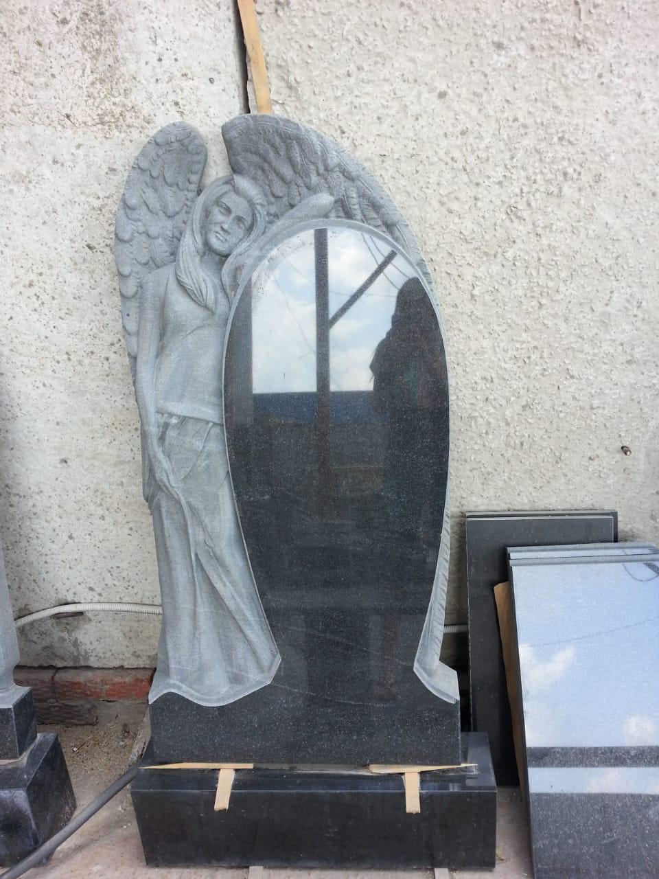 Памятник ангел боковой